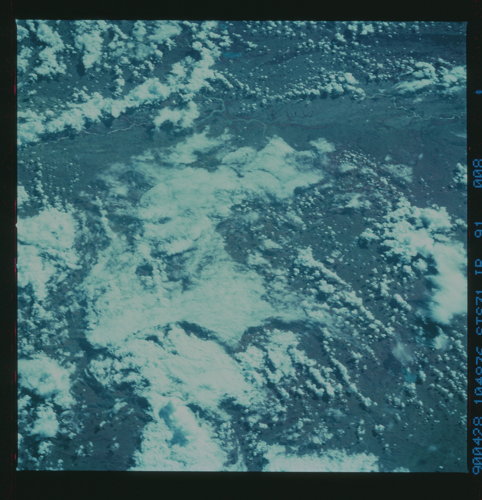 S31-91-008 - STS-031 - STS-31 earth observations