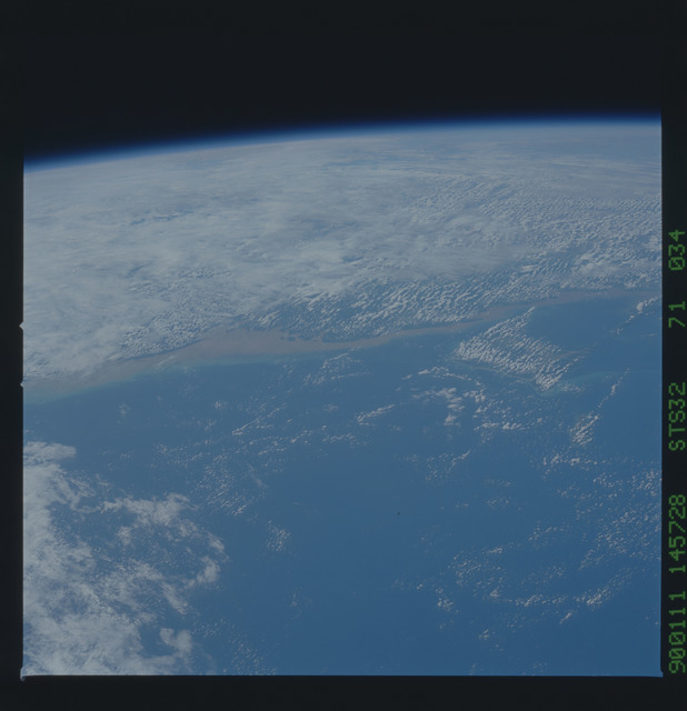 S32-71-034 - STS-032 - STS-32 earth observations