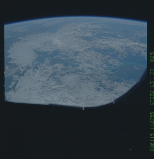 S32-99-025 - STS-032 - STS-32 earth observations