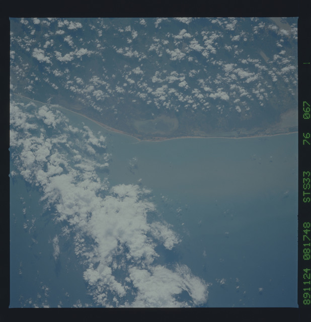 S33-76-067 - STS-033 - STS-33 earth observations