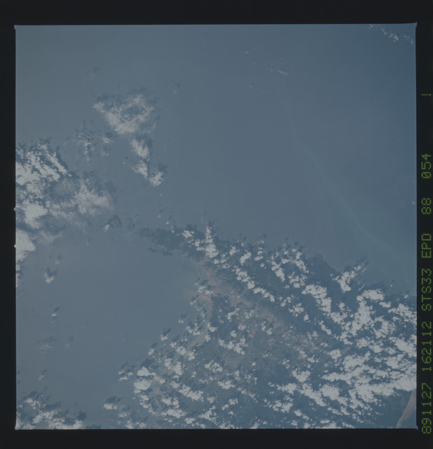 S33-88-054 - STS-033 - STS-33 earth observations