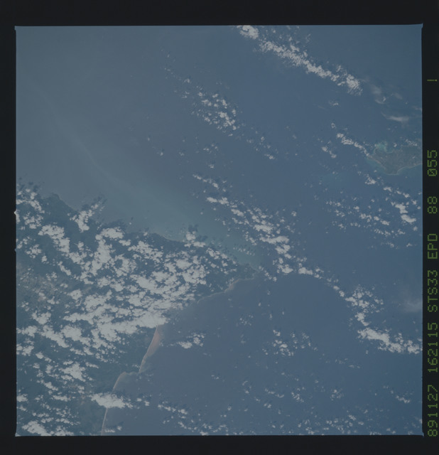 S33-88-055 - STS-033 - STS-33 earth observations