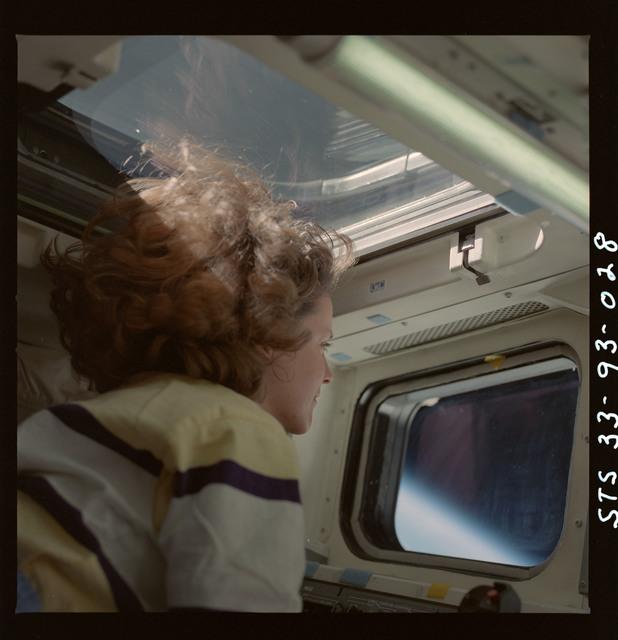 S33-93-028 - STS-033 - Thornton at orbiter flight deck window
