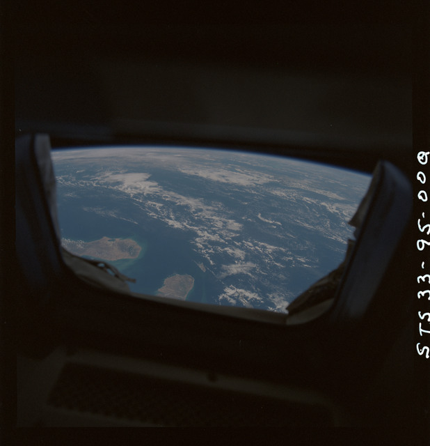S33-95-00Q - STS-033 - STS-33 earth observations