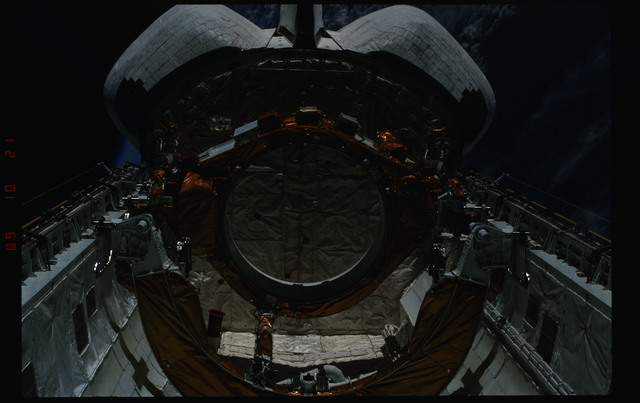 S34-05-028 - STS-034 - Payload bay of Atlantis during STS-34