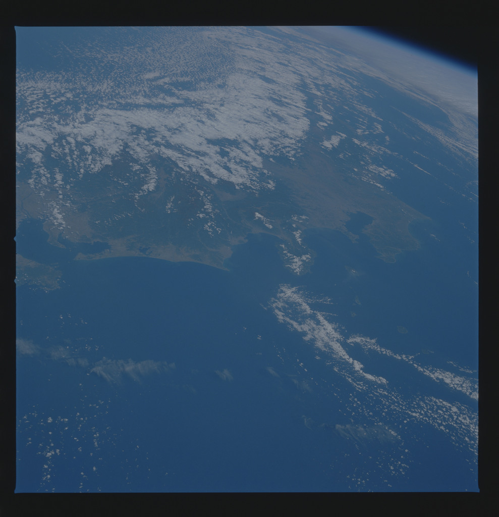 S34-77-017 - STS-034 - STS-34 earth observations
