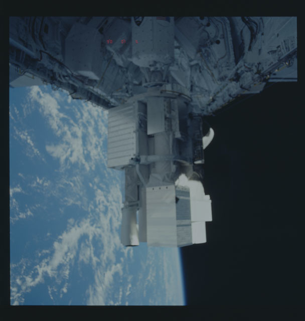 S35-603-014 - STS-035 - STS-35 ASTRO-1 telescopes documented in OV-102's payload bay