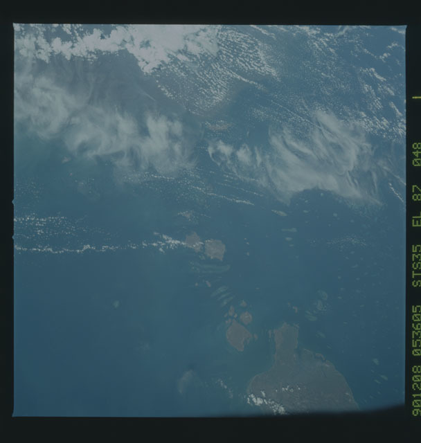 S35-X-011 - STS-035 - ET SEP on STS-35 mission