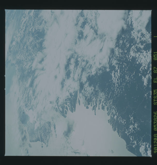 S35-X-014 - STS-035 - ET SEP on STS-35 mission