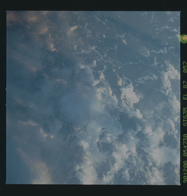 S35-X-020 - STS-035 - ET SEP on STS-35 mission