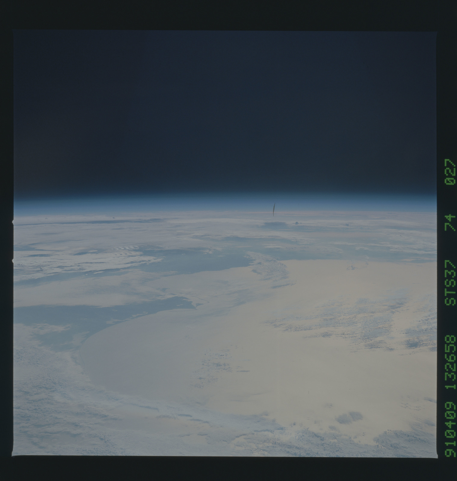 S37-74-027 - STS-037 - Earth observations taken during the STS-37 mission