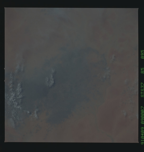 S37-85-095 - STS-037 - Earth observations taken from OV-104 during STS-37 mission