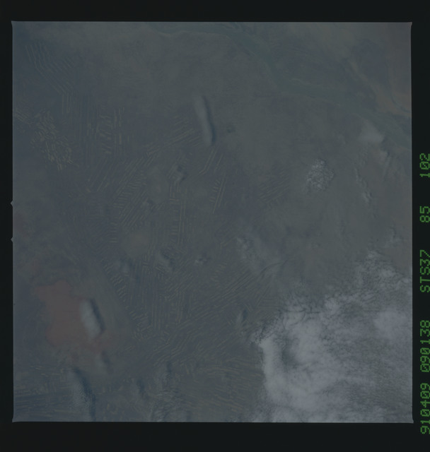 S37-85-102 - STS-037 - Earth observations taken from OV-104 during STS-37 mission