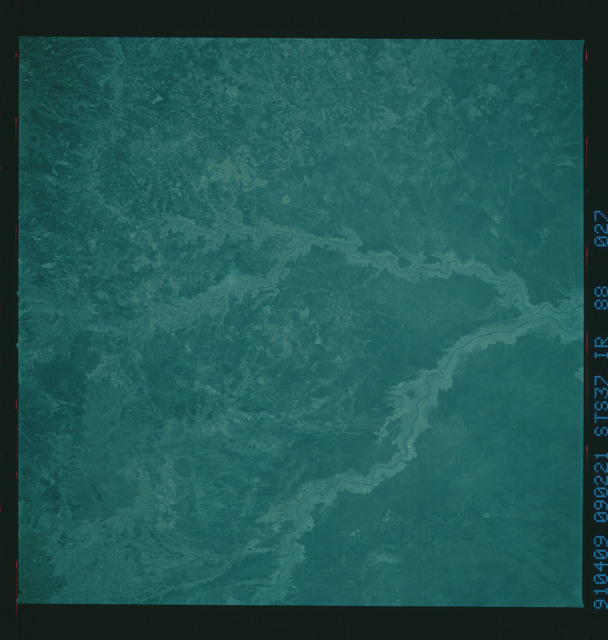 S37-88-027 - STS-037 - Infrared Earth observations taken from OV-104 during STS-37 mission