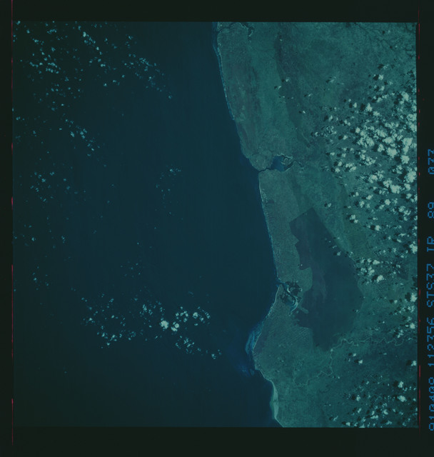 S37-89-033 - STS-037 - Infrared Earth observations taken from OV-104 during STS-37 mission