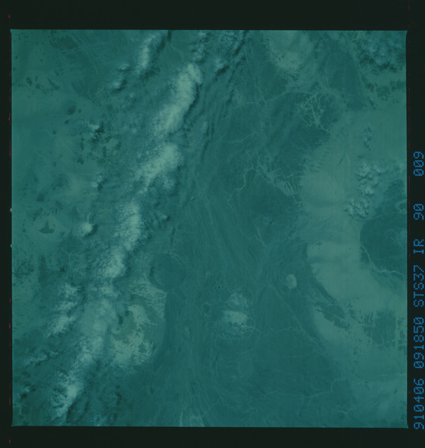 S37-90-009 - STS-037 - Infrared Earth observations taken from OV-104 during STS-37 mission