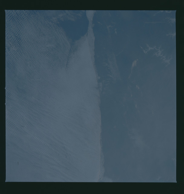 S37-94-048 - STS-037 - Earth observations taken from OV-104 during STS-37 mission