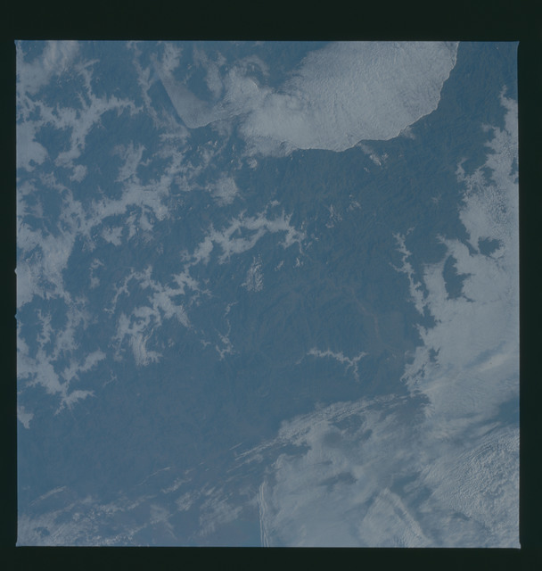 S37-94-052 - STS-037 - Earth observations taken from OV-104 during STS-37 mission