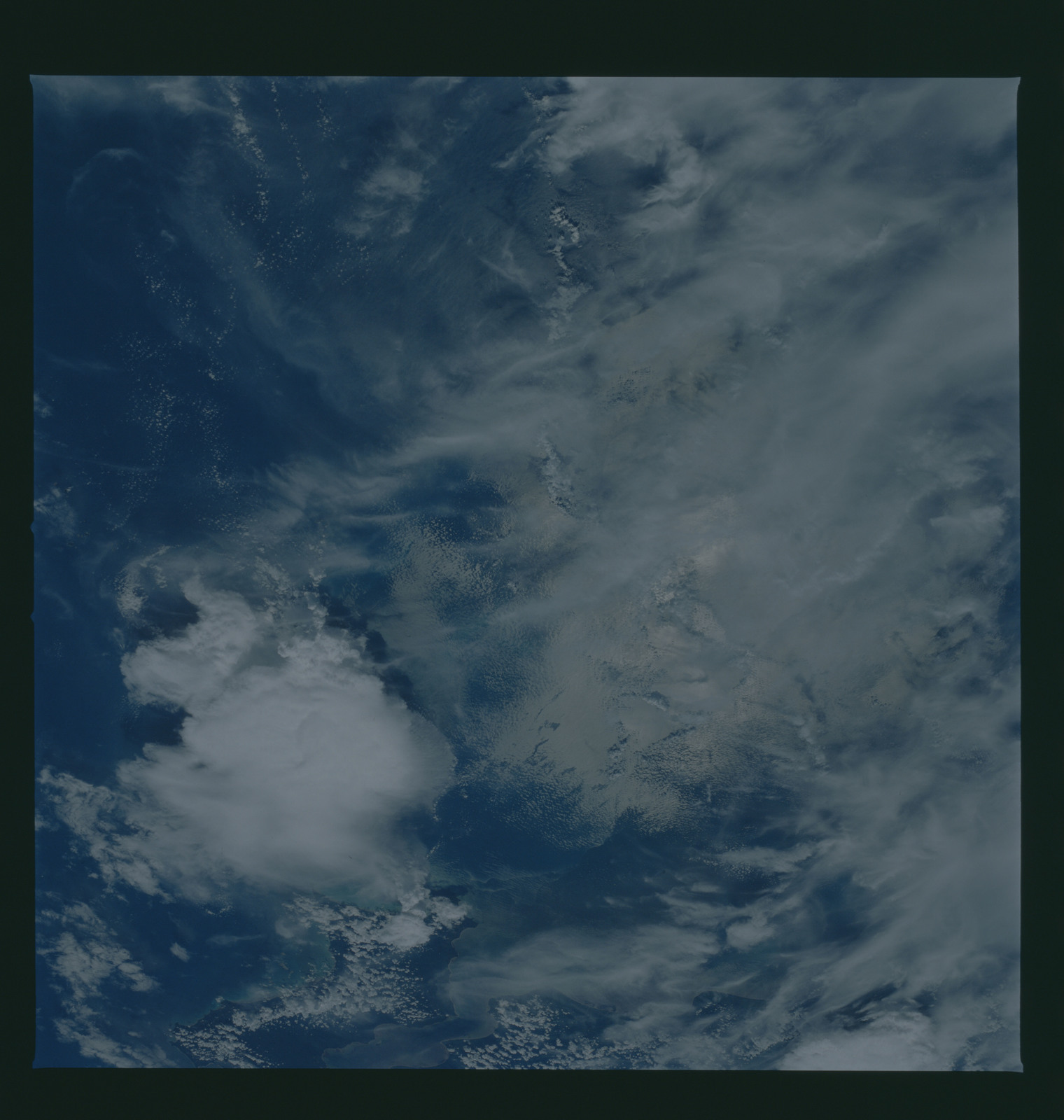 S37-94-067 - STS-037 - Earth observations taken from OV-104 during STS-37 mission