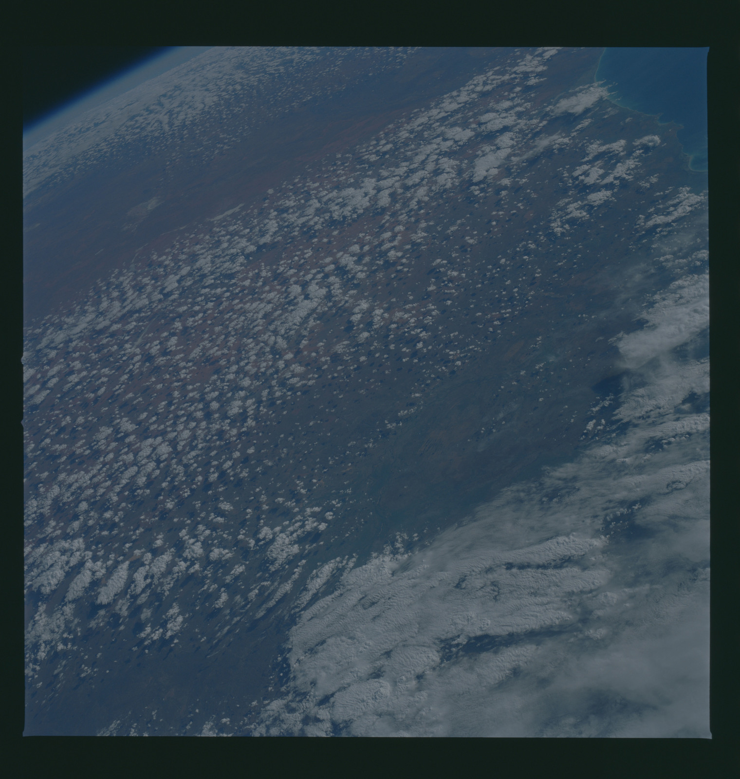 S37-94-070 - STS-037 - Earth observations taken from OV-104 during STS-37 mission