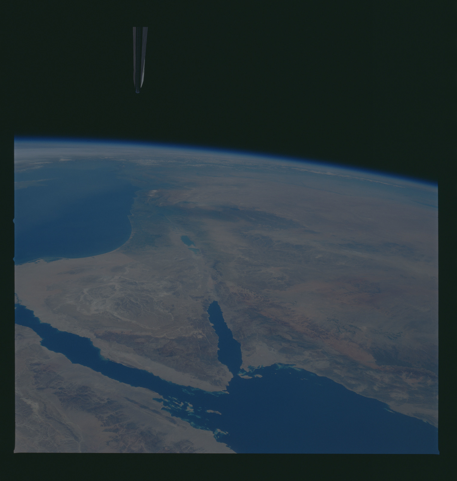 S37-94-074 - STS-037 - Earth observations taken from OV-104 during STS-37 mission
