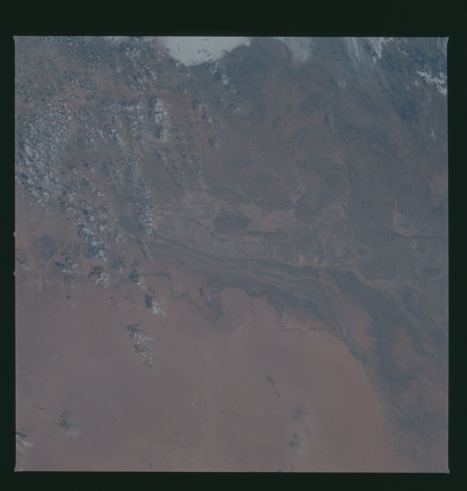 S37-94-089 - STS-037 - Earth observations taken from OV-104 during STS-37 mission