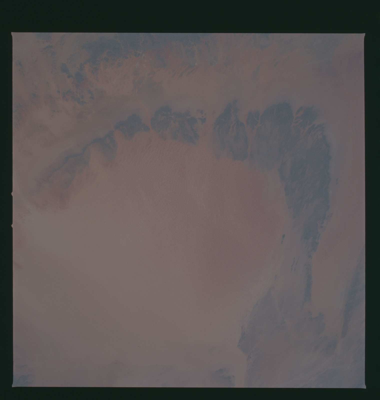 S37-94-092 - STS-037 - Earth observations taken from OV-104 during STS-37 mission