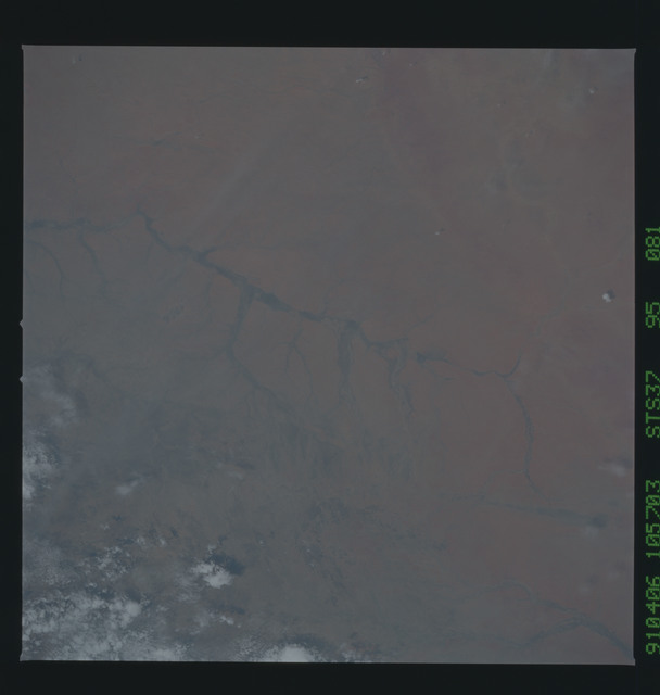 S37-95-081 - STS-037 - Earth observations taken from OV-104 during STS-37 mission