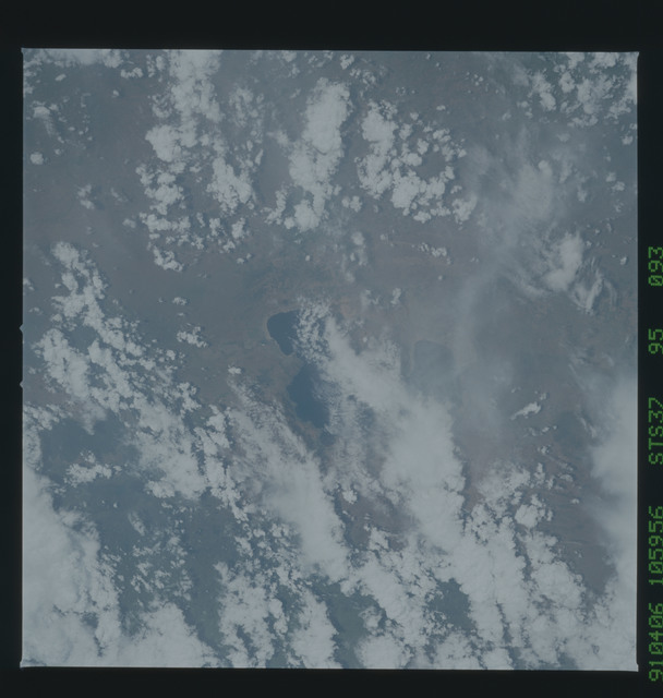 S37-95-093 - STS-037 - Earth observations taken from OV-104 during STS-37 mission