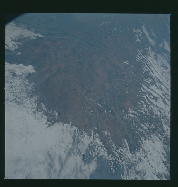 S37-96-036 - STS-037 - Earth observations taken from OV-104 during STS-37 mission