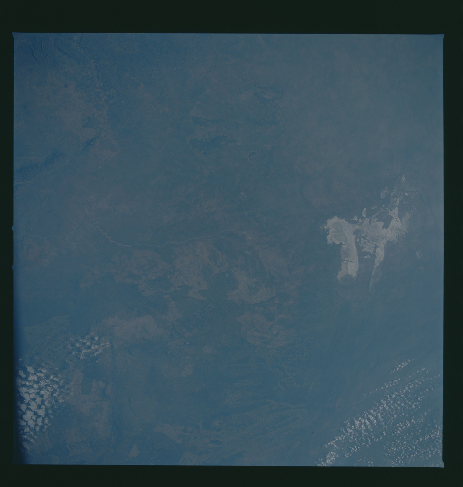 S37-96-046 - STS-037 - Earth observations taken from OV-104 during STS-37 mission