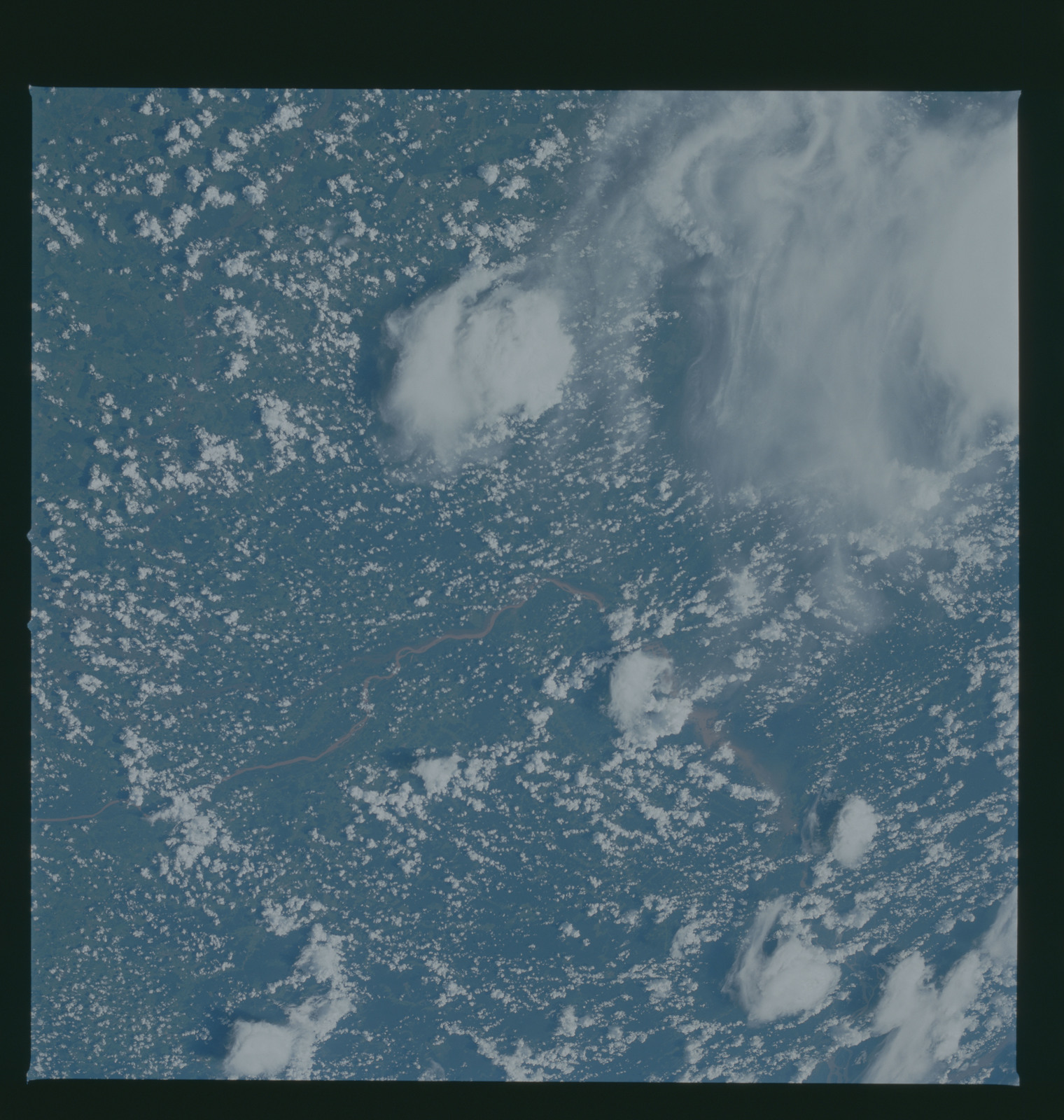 S37-96-058 - STS-037 - Earth observations taken from OV-104 during STS-37 mission