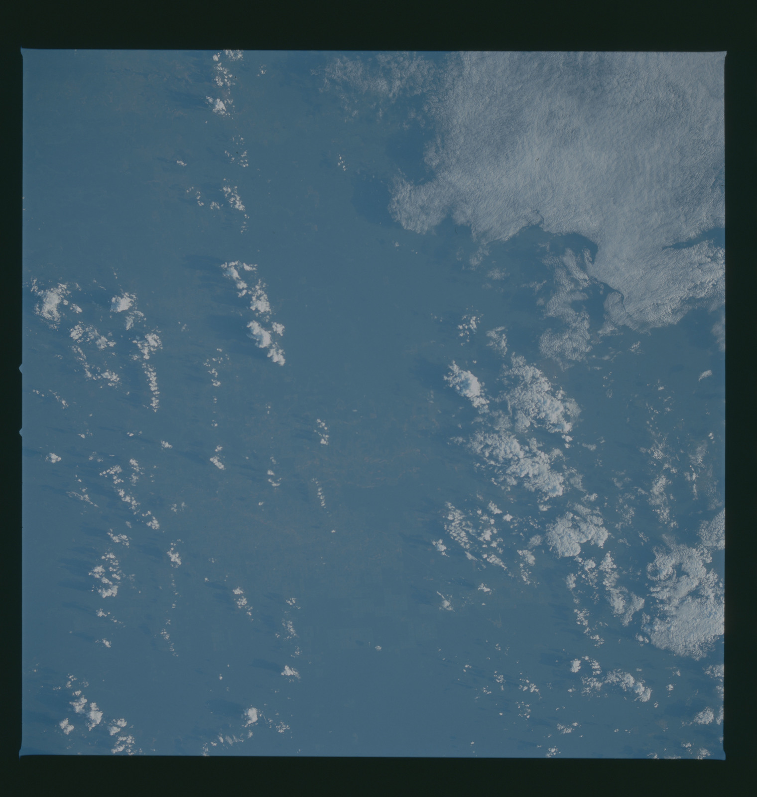 S37-96-064 - STS-037 - Earth observations taken from OV-104 during STS-37 mission