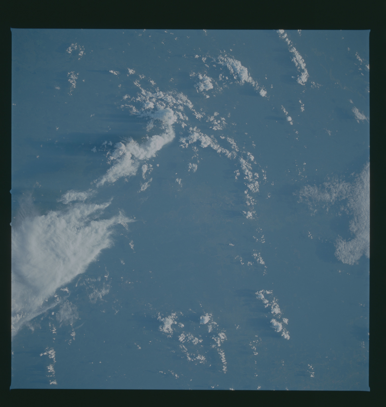 S37-96-066 - STS-037 - Earth observations taken from OV-104 during STS-37 mission