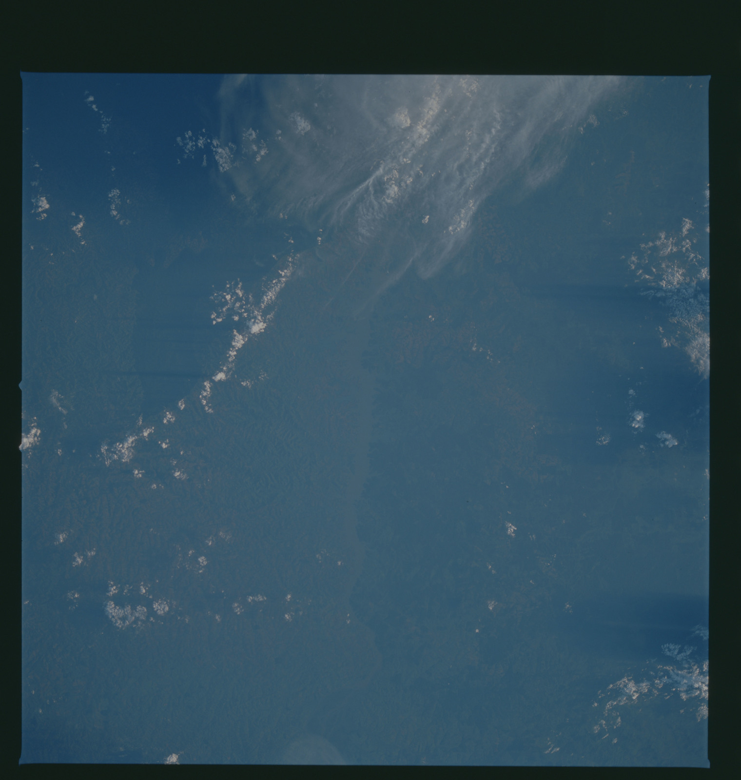S37-96-068 - STS-037 - Earth observations taken from OV-104 during STS-37 mission