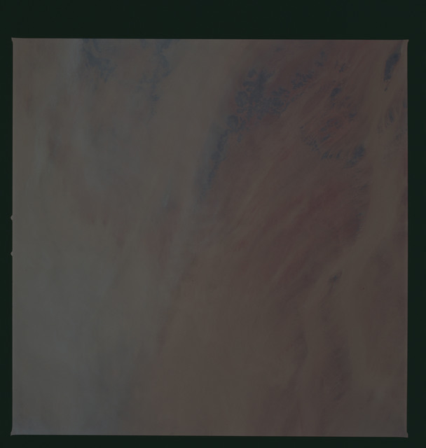 S37-96-086 - STS-037 - Earth observations taken from OV-104 during STS-37 mission
