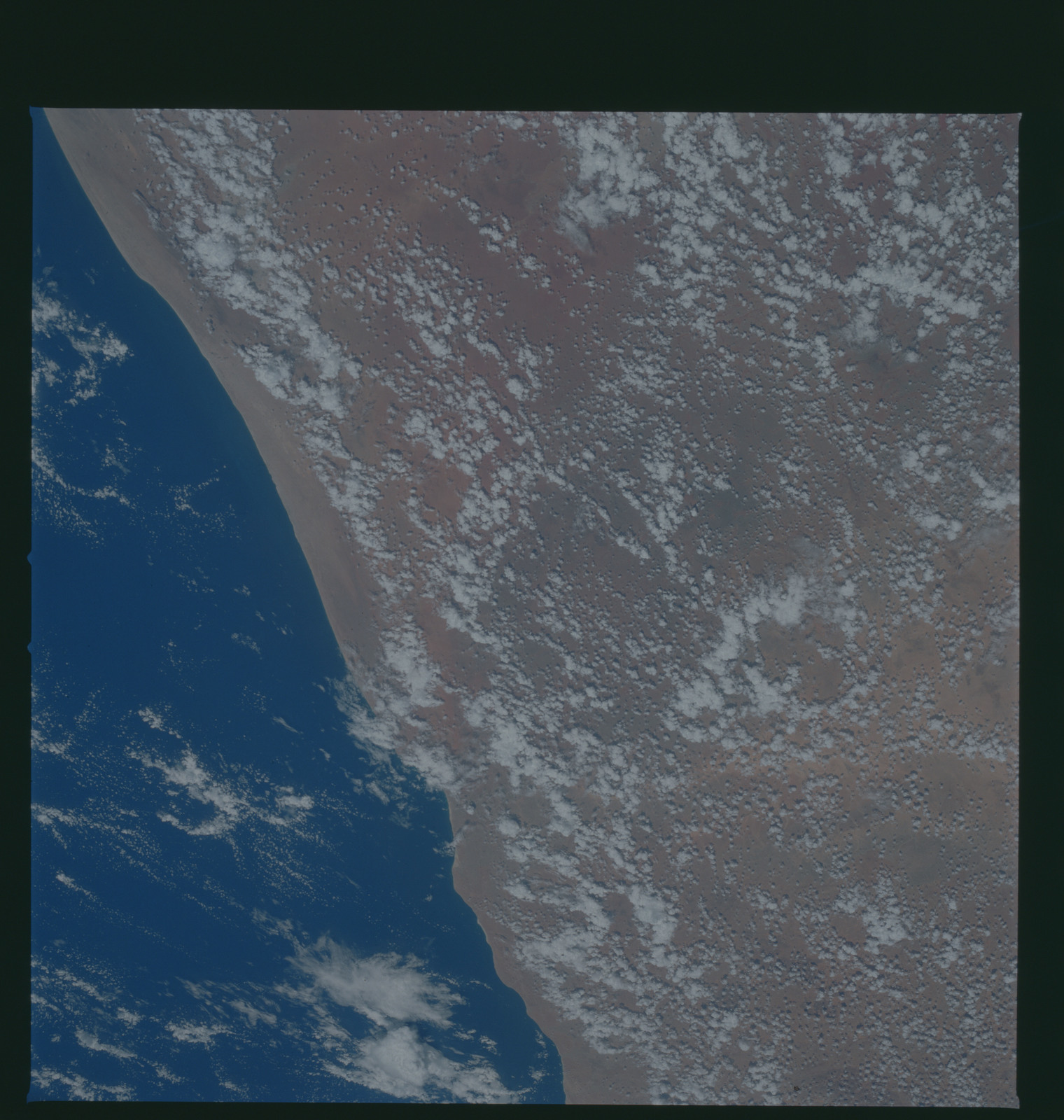 S37-96-103 - STS-037 - Earth observations taken from OV-104 during STS-37 mission