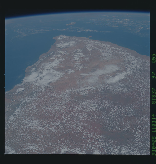 S37-97-095 - STS-037 - Earth observations taken from OV-104 during STS-37 mission