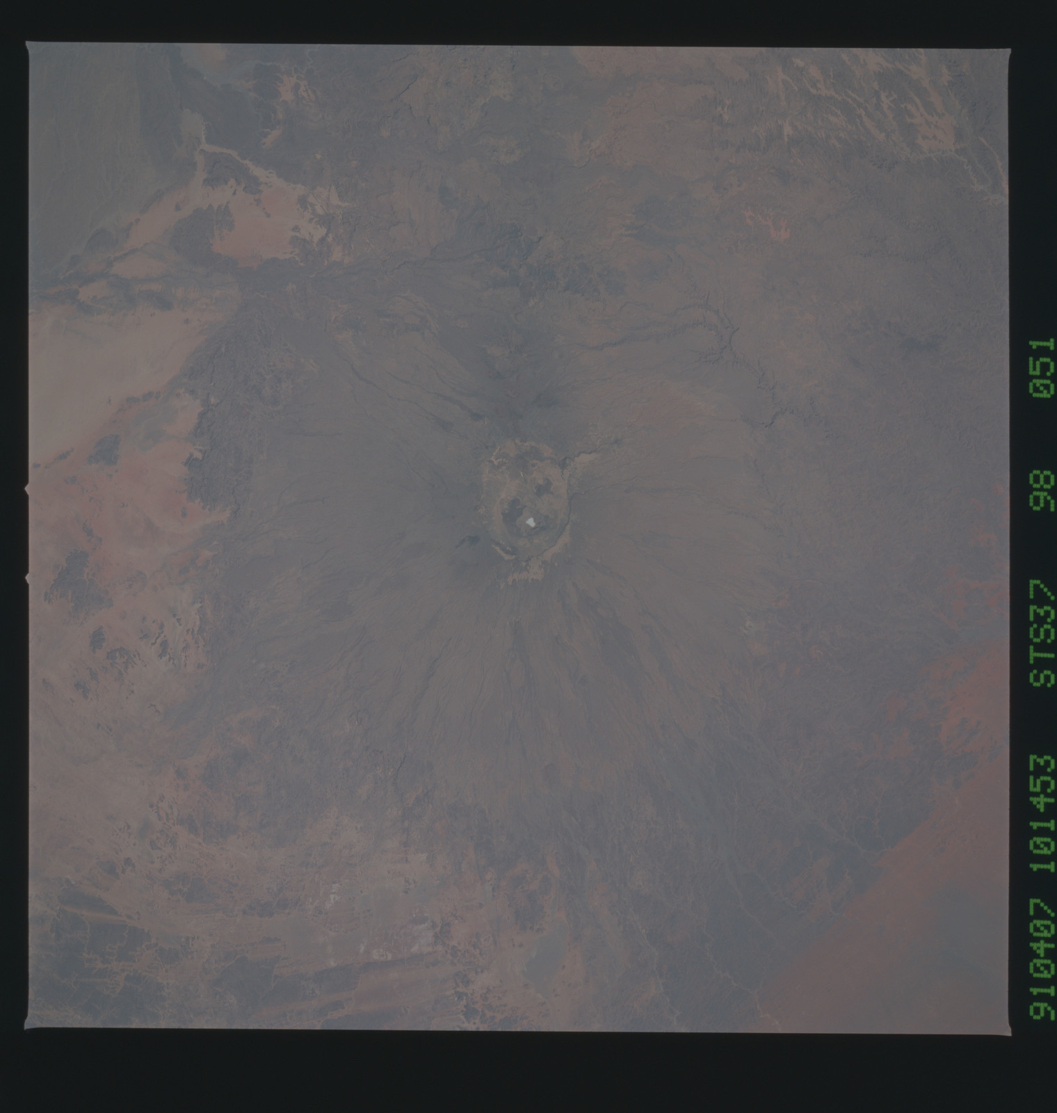 S37-98-051 - STS-037 - Earth observations taken from OV-104 during STS-37 mission