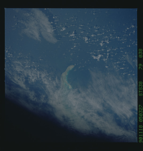 S38-79-038 - STS-038 - STS-38 earth observations