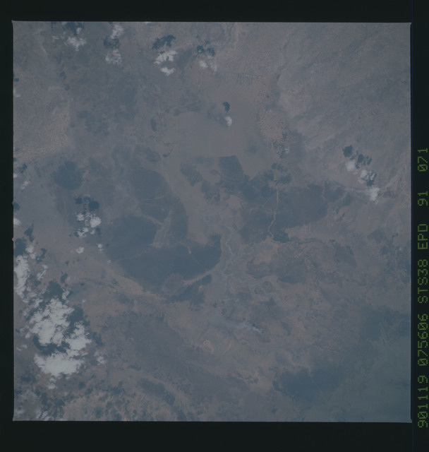 S38-91-071 - STS-038 - STS-38 earth observations