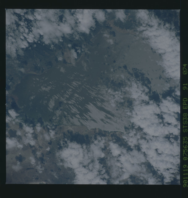 S38-91-074 - STS-038 - STS-38 earth observations