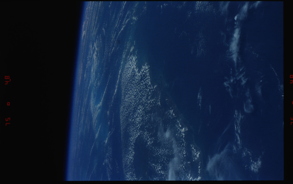 S39-13-018 - STS-039 - STS-39 earth observations