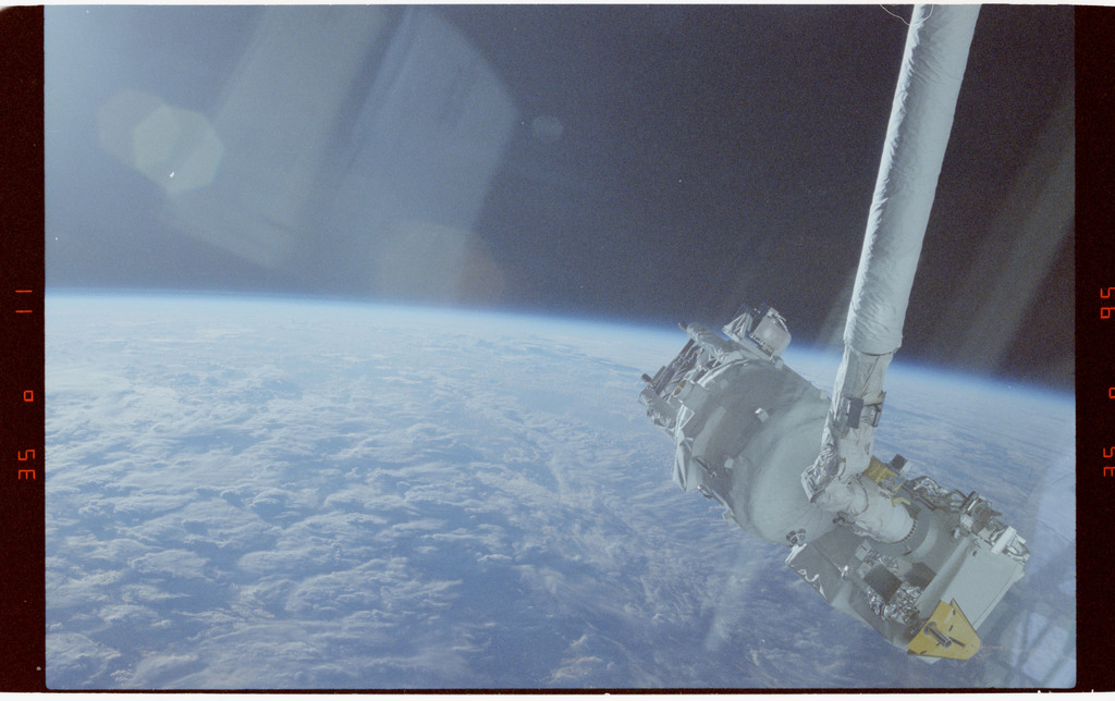 S39-19-017 - STS-039 - SPAS-II/IBSS payload deployment