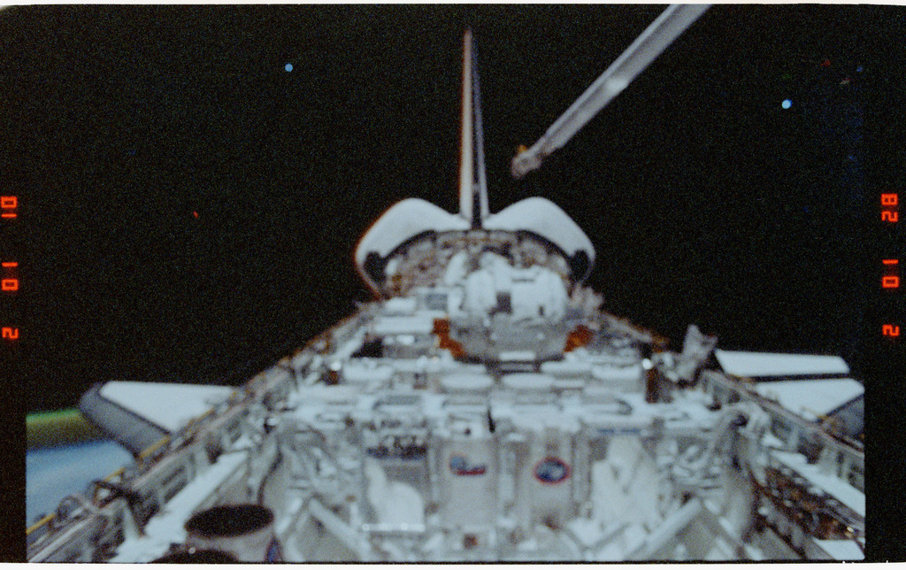 S39-26-006 - STS-039 - Overall of cargo bay