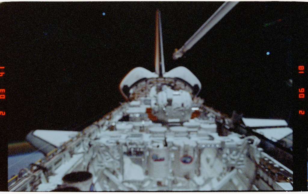 S39-26-011 - STS-039 - Overall of cargo bay