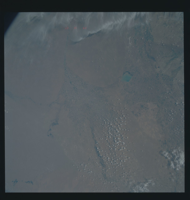 S39-601-009 - STS-039 - STS-39 earth observations