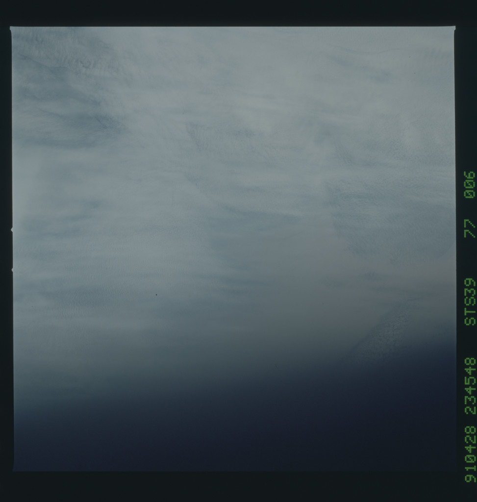 S39-77-006 - STS-039 - STS-39 earth observations