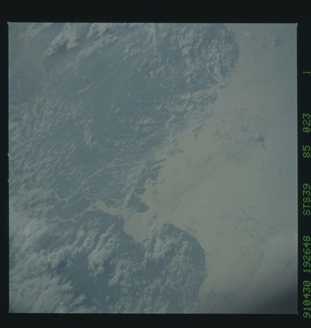 S39-85-023 - STS-039 - STS-39 earth observations