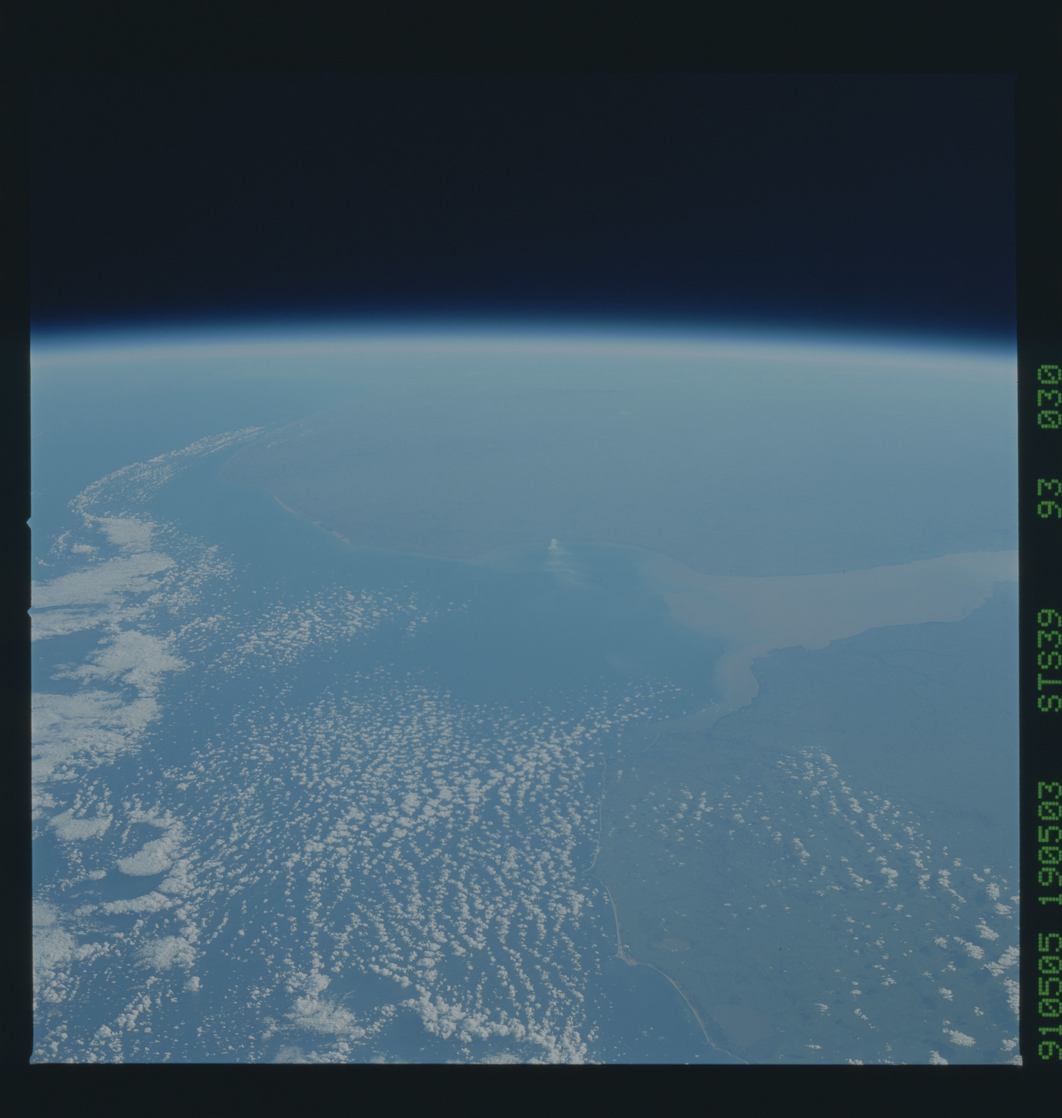 S39-93-030 - STS-039 - STS-39 earth observations